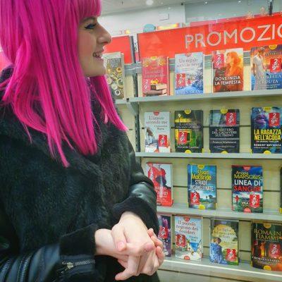 """""""Dove inizia la tempesta"""" in vetrina alla Mondadori Bookstore di Silea."""